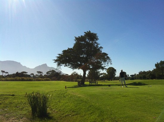 Royal Cape Golf Club: Un golf entre mer et montagne