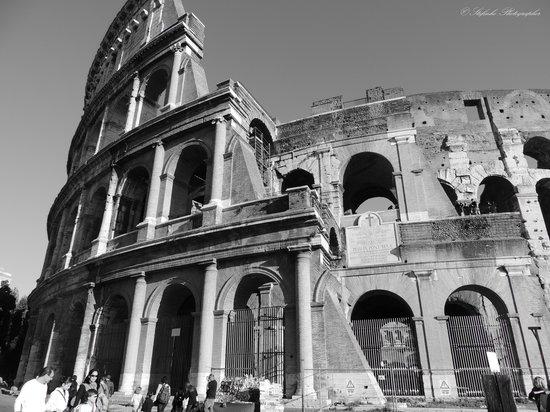 In bianco e nero ti fa tornare con la testa al passato for Roma in bianco e nero