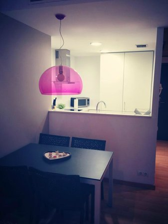 Lugaris Rambla: Kitchen/ Eating area