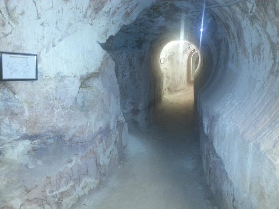 Tom's Working Opal Mine : Mining Inside