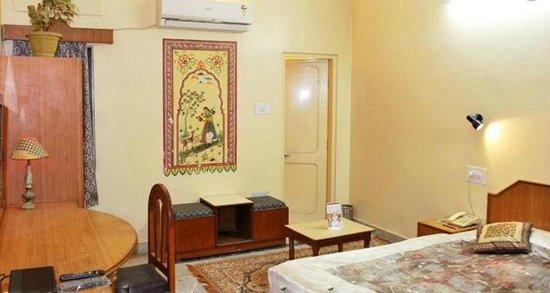 Hotel Bani Park Palace: Room