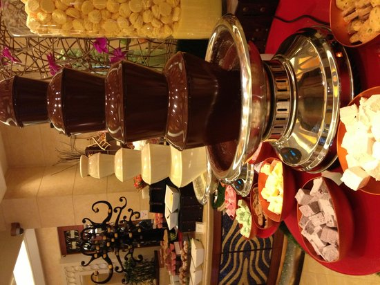 Sofitel Macau At Ponte 16: Breakfast buffet chocolate fountain