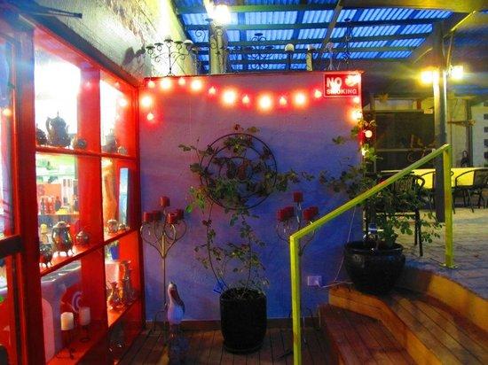 Suenami Restaurant: side door entry