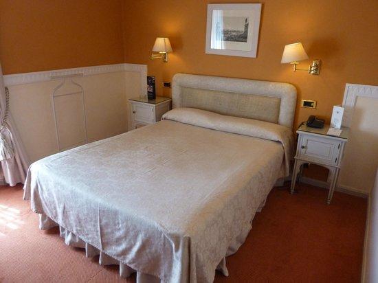 Alhambra Palace Hotel: Room 203