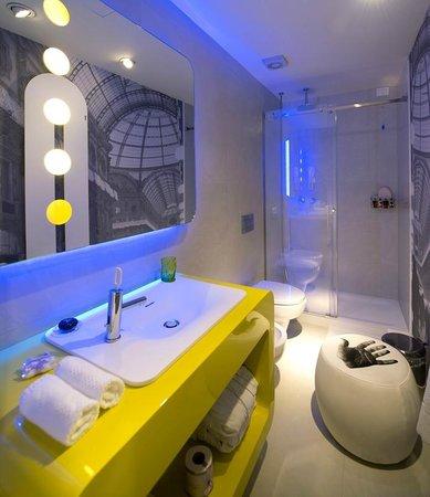 TH Street : bathroom