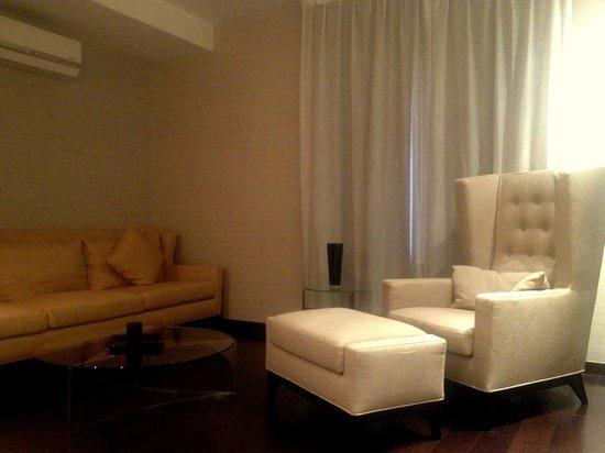 CCI - Arte Boutique Hotel : Living Room Suite room
