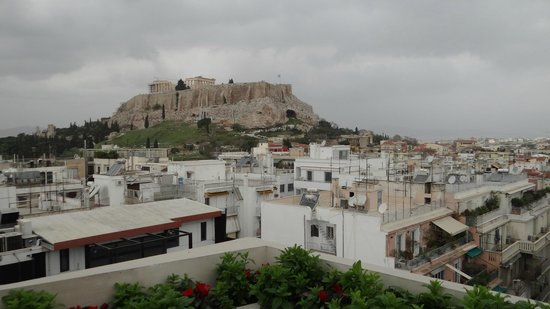 The Athens Gate Hotel: View of the Acropolis without zooming -dinning area