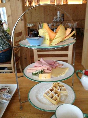 Der Waldhof: Breakfast service