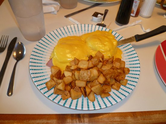 Waffleworks Restaurant: eggs benedict