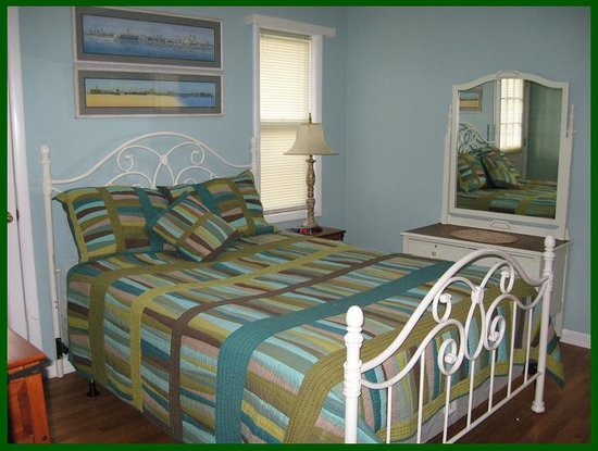 Scottish Woods Log Cabins : McKenzie Master Bedroom