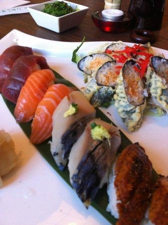 ZEKE Sushi Bar : Sushi set - nigiri and sushi tempura in ZEKE Sushi