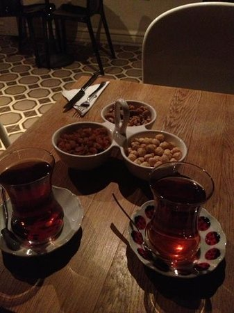 Galata Antique Hotel: tea time top roof bar