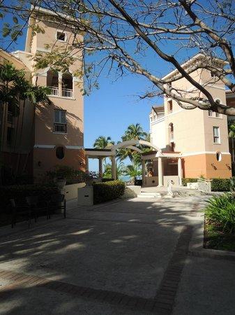 Rincon Beach Resort: Hotel grounds
