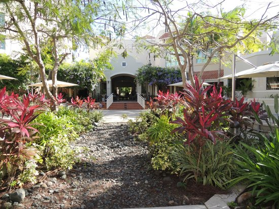 Rincon Beach Resort: Courtyard