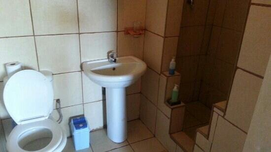 Kenjara Lodge: bathroom