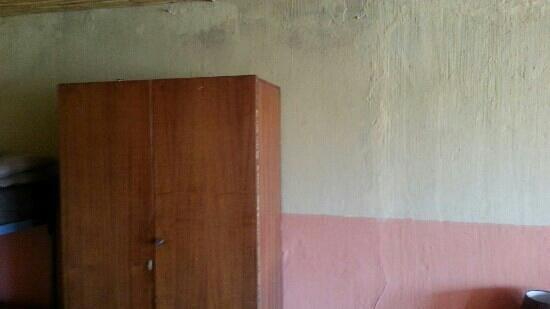Kenjara Lodge: cupboards