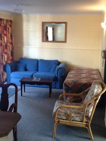 Adelphi Motel: Living room