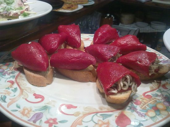 Casa Vergara: Pimiento de piquillo lleno de gulas. Poca elaboración.