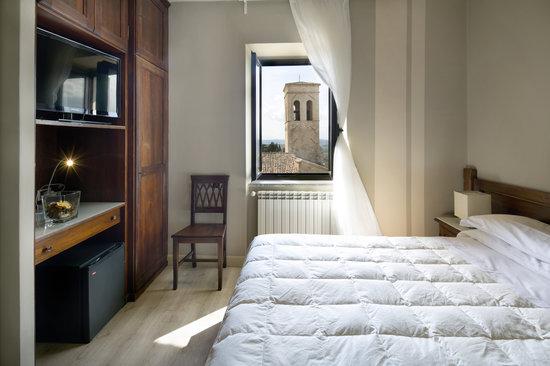 Hotel Degli Affreschi: camera