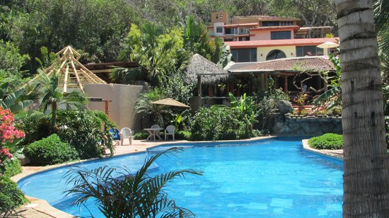 Mar de Jade Retreats Wellness Vacation: The swimmingpool