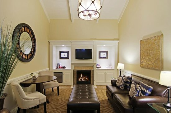Carriage House Inn: Premium Suite