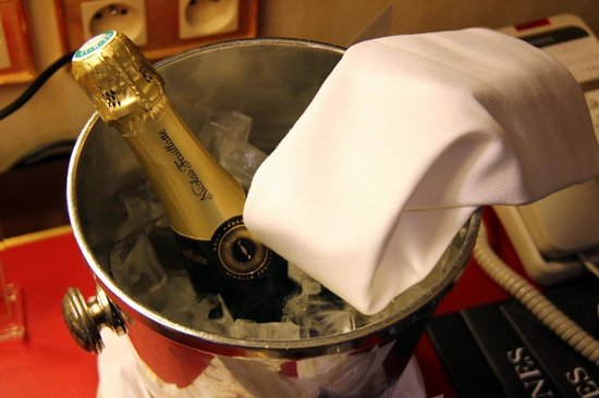 InterContinental Paris Le Grand: Complimentary champagne up arrival for Platinum Ambassador