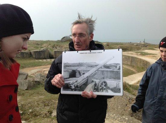 D-Day Battle Tours : Ellwood explains the battle at Pointe du Hoc