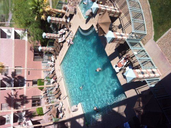 Embassy Suites by Hilton Phoenix-Scottsdale: View of pool from room balcony