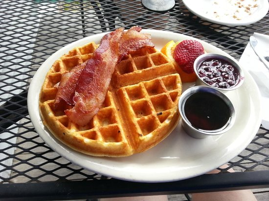Wildflour Bakery & Gallery : Blueberry waffle
