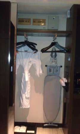 كورتيارد باي ماريوت شنغهاي زوجياهوي: Closet