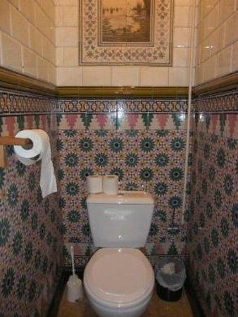 Lybeer Travellers Hostel: 1Fのお手洗い