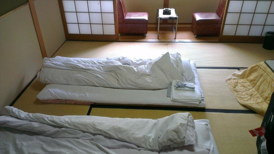 Ryokan Yamazaki: the room includes a balcony, bathroom, tv set and a kotatsu!