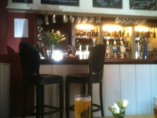 The White Hart Stow : front bar