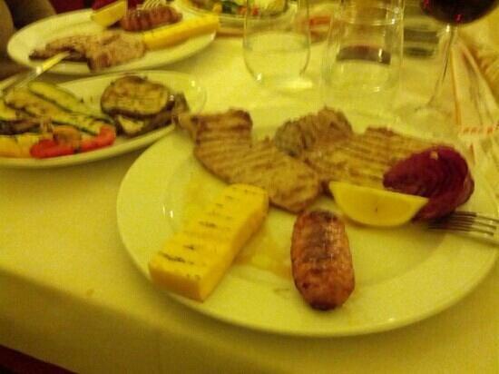 Bed & Breakfast La Lanterna: grigliata di carne con contorno di verdure
