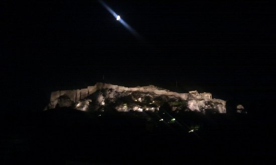 Kimon Athens Hotel: View of the acropolis at night