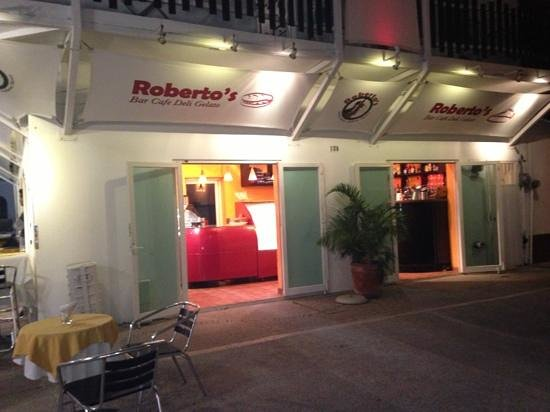 Roberto's Cafe on the Malecón!