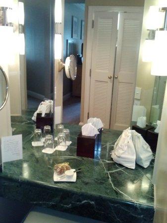 Hotel Crescent Court: Vanity