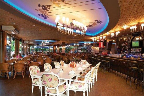 Flower Garden App Hotel: Restaurant & Bar