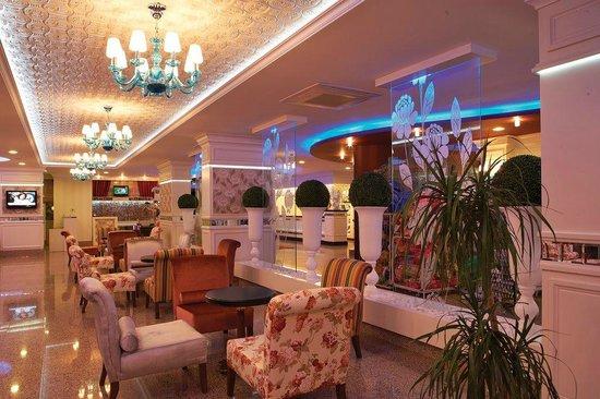 Flower Gardens Hotel: Loby
