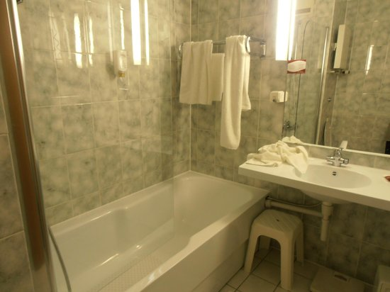Arvena Park Hotel : Bathroom