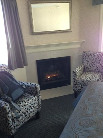 Golden Gables Inn : great fireplace