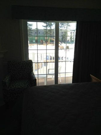 Golden Gables Inn: View out to the balcony
