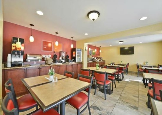 Comfort Inn Airport : Complimentary Hot Breakfast