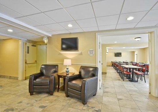 Comfort Inn Airport : Lobby