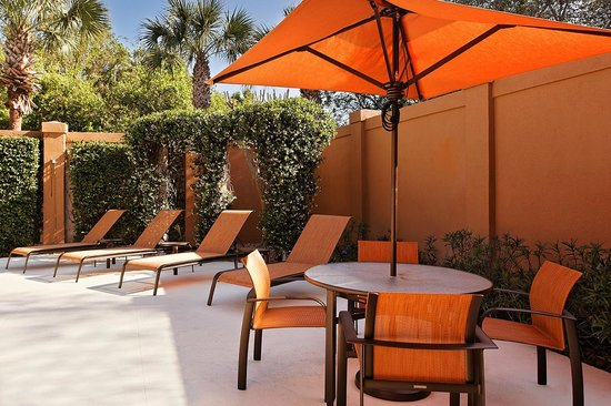 Courtyard by Marriott Tampa North / I-75 Fletcher: Outdoor Patio