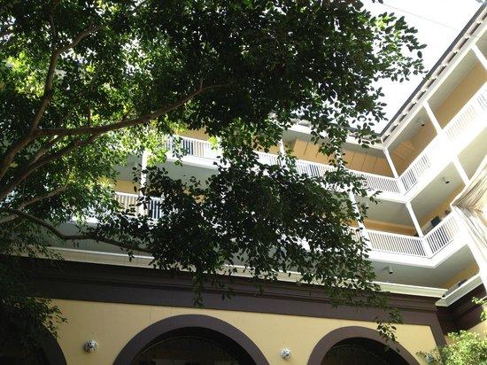 Hotel Mazarin: Central Atrium