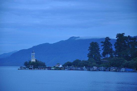 Danau Toba International Cottage: morning view
