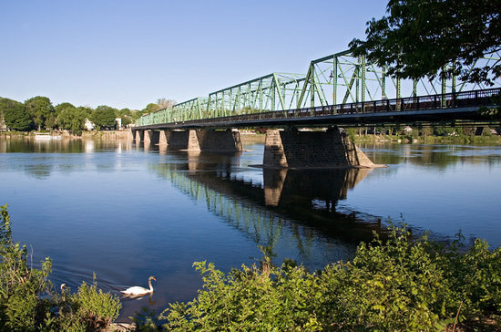 Chimney Hill Estate & Ol' Barn Inn: Lambertville New Hope Bridge