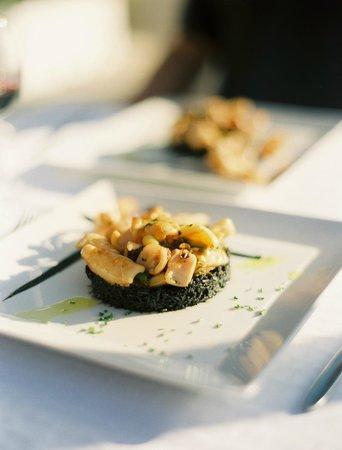 Restaurante Beach Cocktail Bar Cana Sofia: Grilled Squid & Black Rice