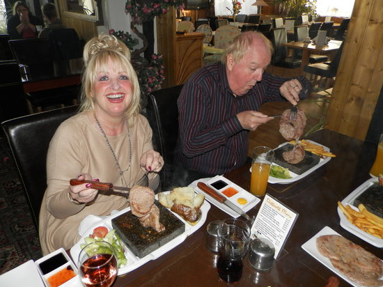 Wayside Cheer Hotel: Mr & Mrs Jimmy Cricket Enjoy Black Rock